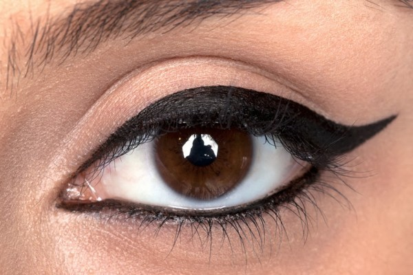 how-to-put-on-eyeliner
