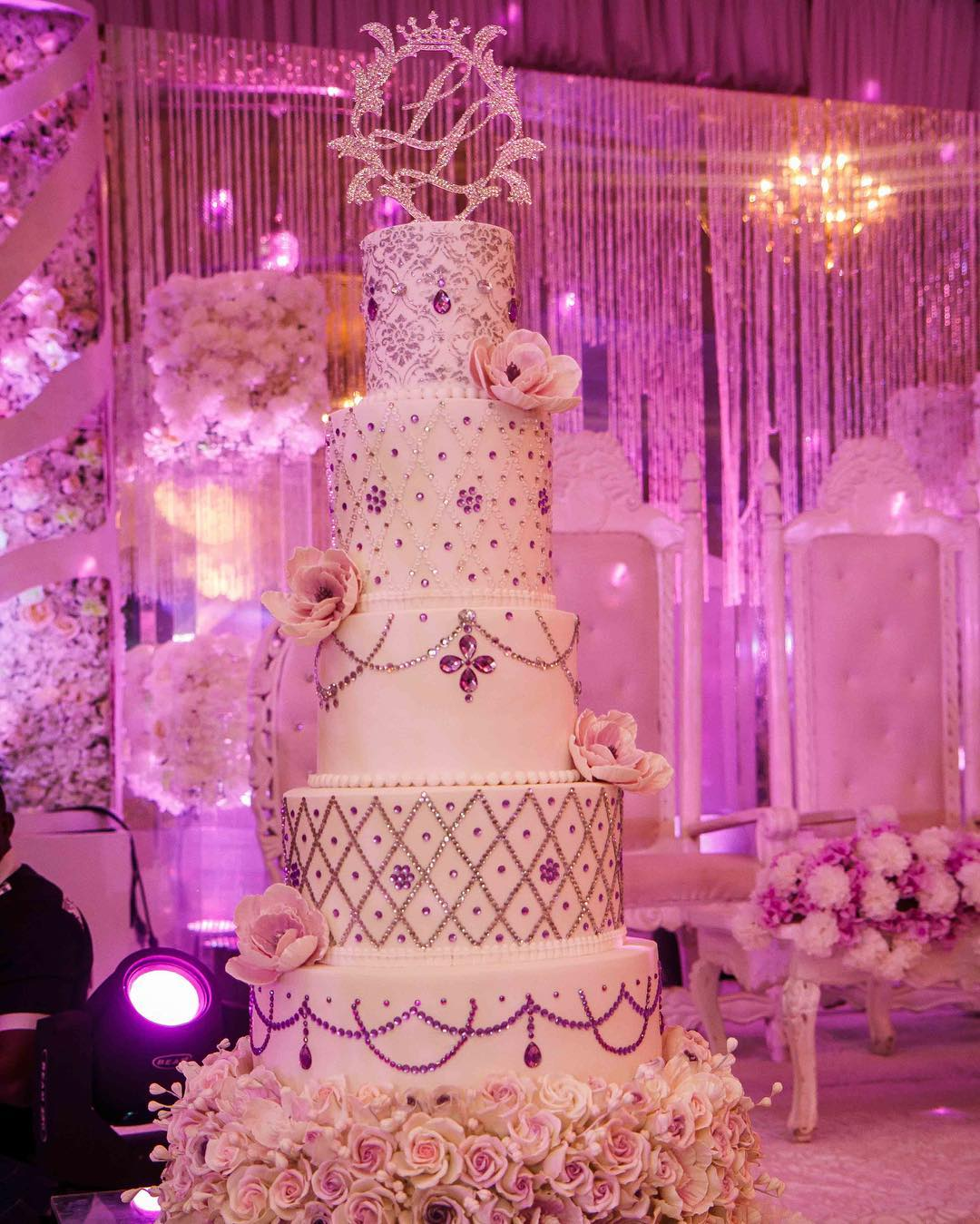 The Exquisite Looking Wedding Cake For Their Reception Was Designed By Dewdrops A Showstopper At