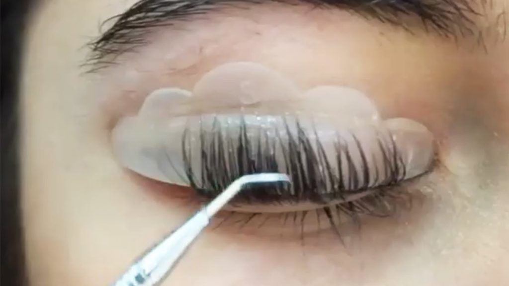 how to make your eyelashes look longer and darker