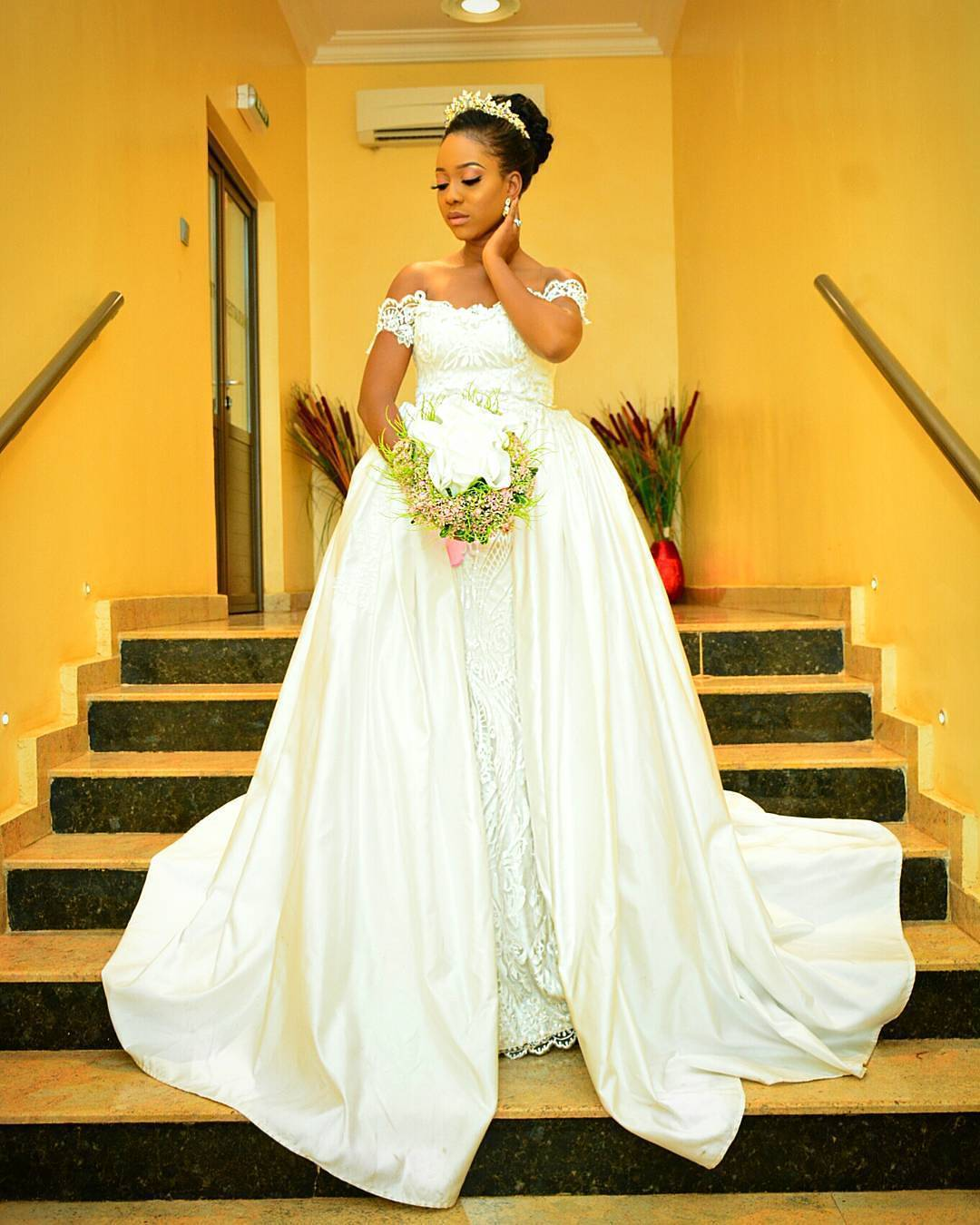 overskirt4 - Bridal Overskirts Are The Latest Bridal Trend Now