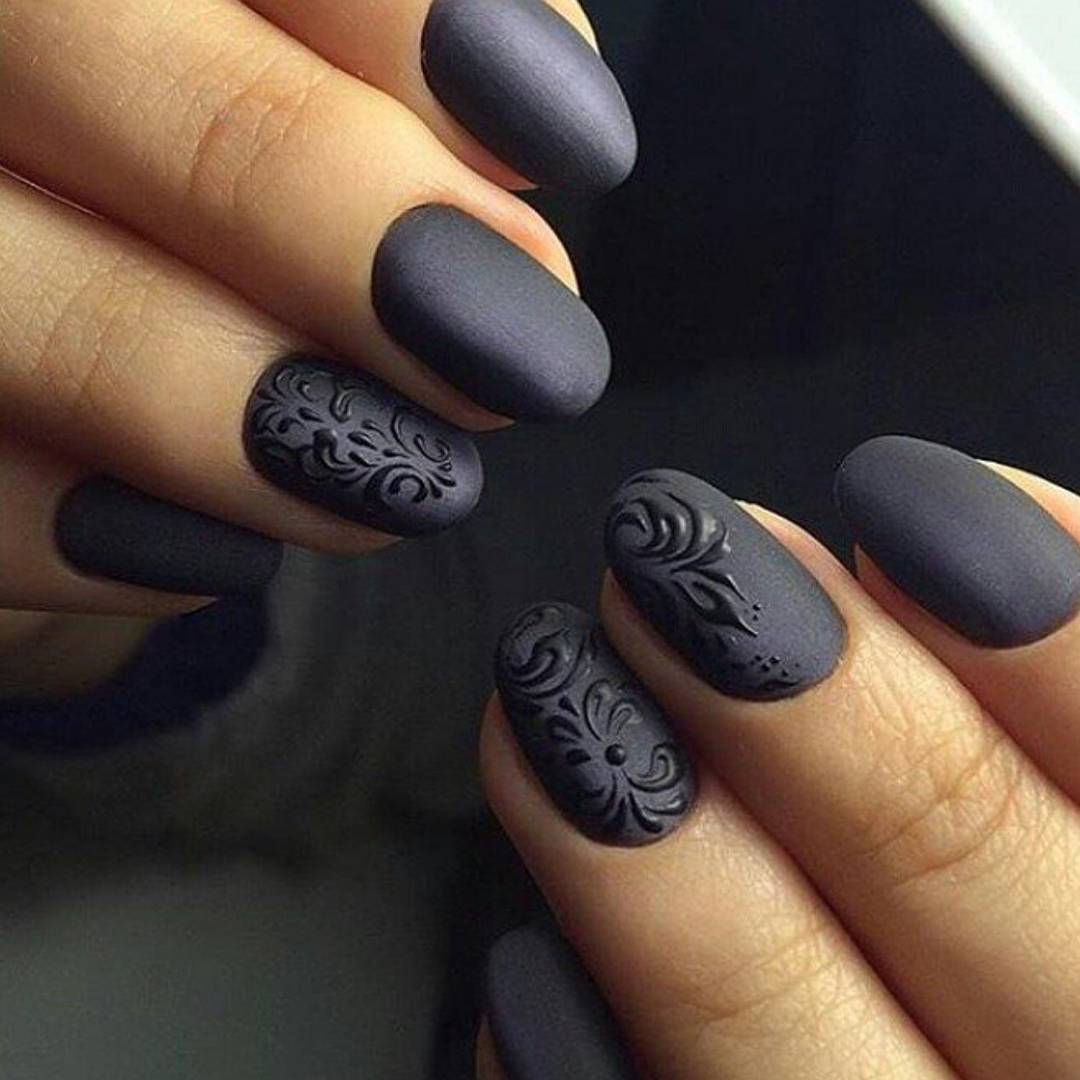 Fashion: Check Out These 5 Dark Manicure Ideas For The Week | Photos